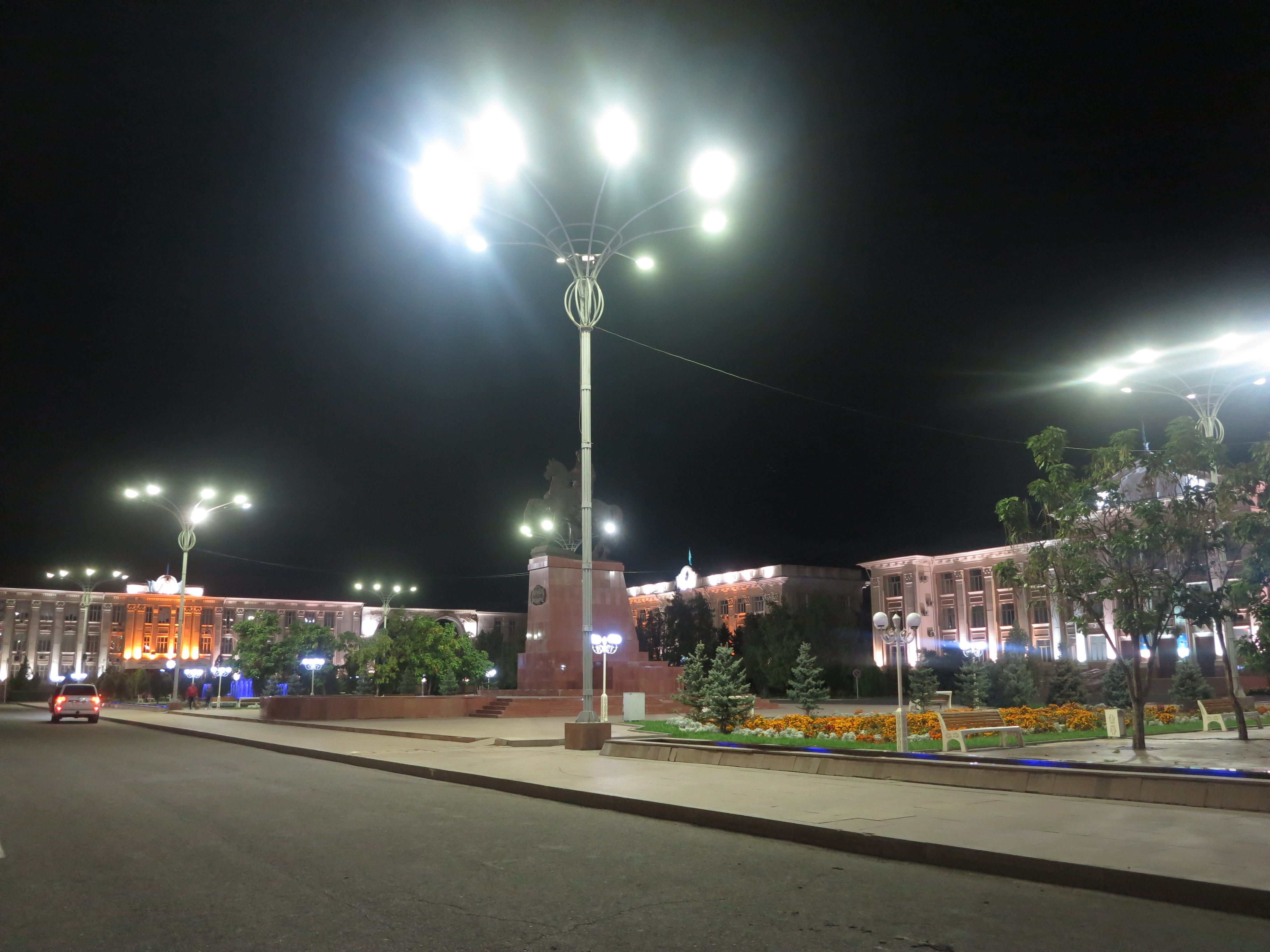 Центральная площадь г. Тараз